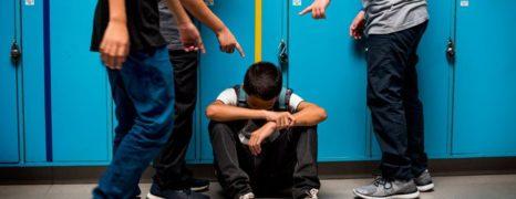 Bullying e pessoas rejeitadas e menosprezadas devido a timidez e problemas da fala.