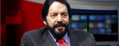 Simon Wajntraub é entrevistado no programa Menorah na TV pelo Ronaldo Gomlevsky
